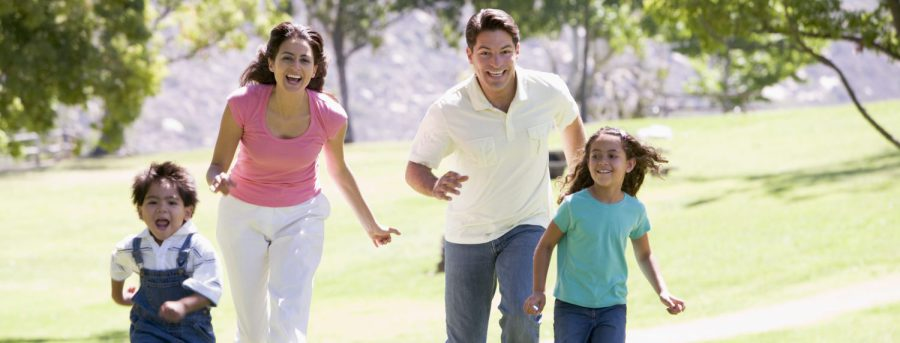 cropped-family-running-outdoors-smiling_bk2qqicbo2